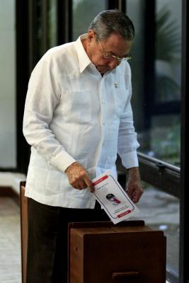 20110419013644-raul-votando.jpg